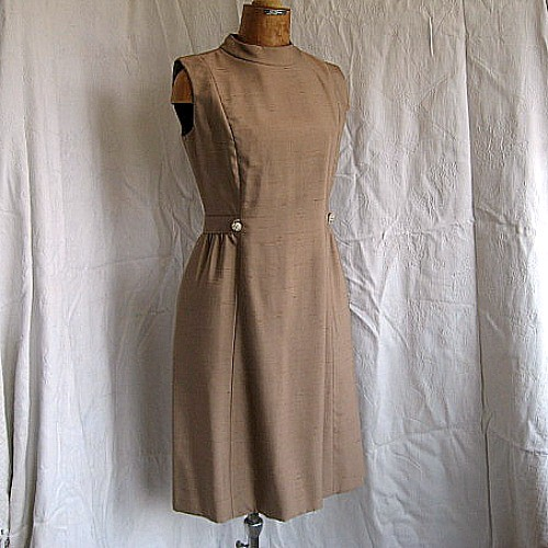 b40917bb ... Leslie Fay vintage 1960s silk sheath dress princess seams   by Bettes  Bargains