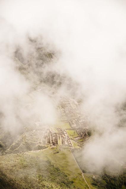 Machu Picchu bajo la niebla