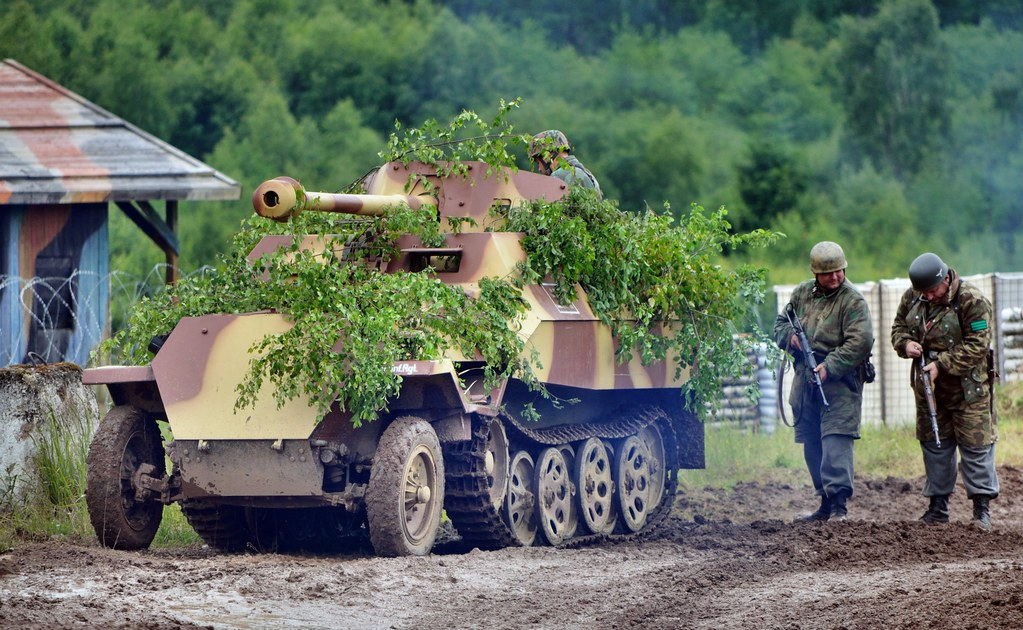 German 50 Mm Anti Tank Gun: Sd.Kfz. 251/22 With A 75 Mm PaK 40 Anti-tank Gun