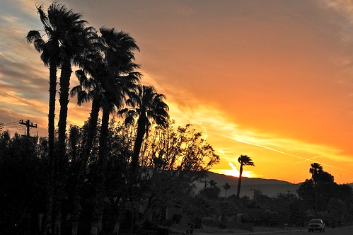 moon sunrise day cloudy palmsprings fullmoon condo palmspringssunrise