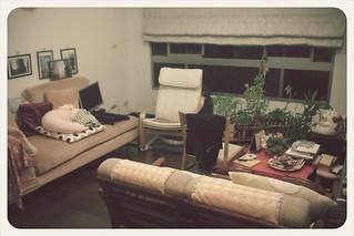 現在家裡客廳搞的好像要搬家一樣,希望明天會有不同的風貌囉 | by The Lives I lived
