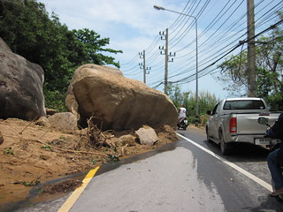 Koh Samui Rocks fallen down chaweng - Lamai (after fooding)サムイ島落石(洪水被害)6 | by soma-samui.com