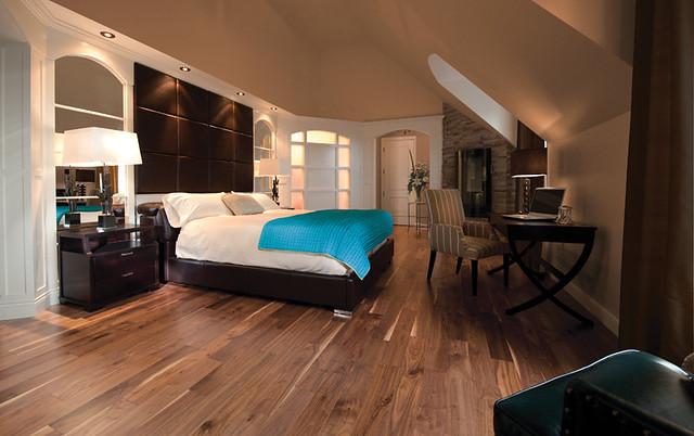 Knotty Walnut Natural [bedroom]