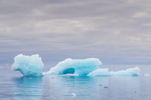 norway svalbard noorwegen spitsbergen barentszburg eilandengroeparchipel pyramiden longyearbyen nyalesund sneeuwscooter snowscooter snow nyãlesund sj
