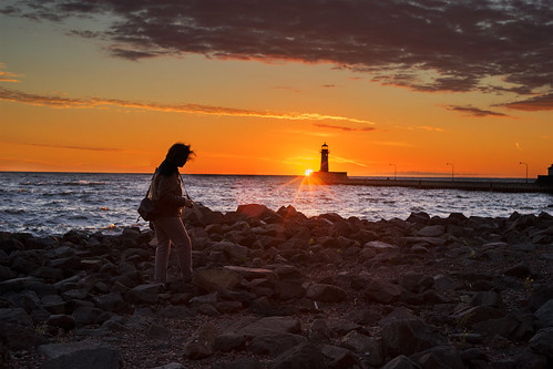 lakes greatlakes lakesuperior duluth canalpark lakewalk sunrise photographer silhouette sony a7m2 a7ii zeiss carlzeiss loxia loxia250 loxiaf250mm sonyalpha