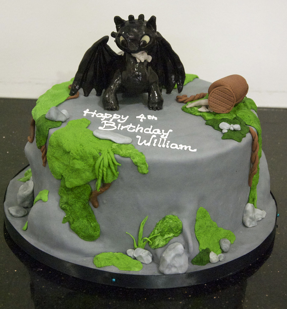 Phenomenal Bc4034 How To Train Your Dragon Cake A 4Th Birthday Cake Flickr Personalised Birthday Cards Veneteletsinfo