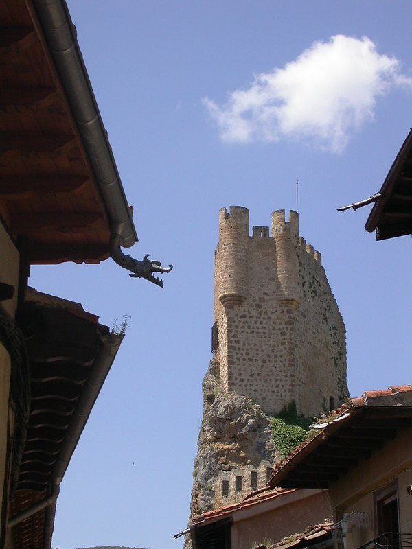 Dragón y Castillo en Frias (Burgos)