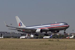 American Airlines Boeing 767-323ER N362AA