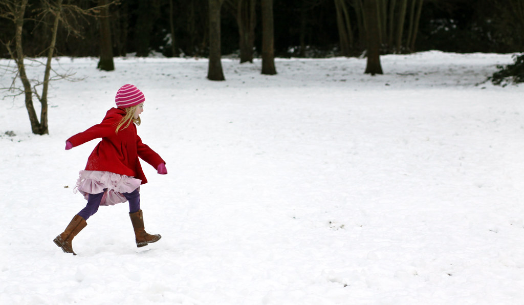 Snow stride | Maddy, striding out in the snow Boxing Day, De… | Flickr