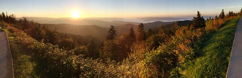 pano panoramic view vista mountains ridges sunrise sun sunburst alight rays smokies gsm greatsmokymountains gsmnp greatsmokymountainsnationalpark daybreak dawn iphone jennypansing greenery glow forest woodlands clingmansdome tn tennessee nc northcarolina