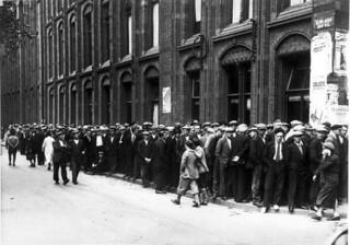 Werklozen in de rij / Row of unemployed