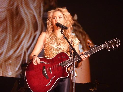 Shakira - Live Paris  - 2010 | by oouinouin