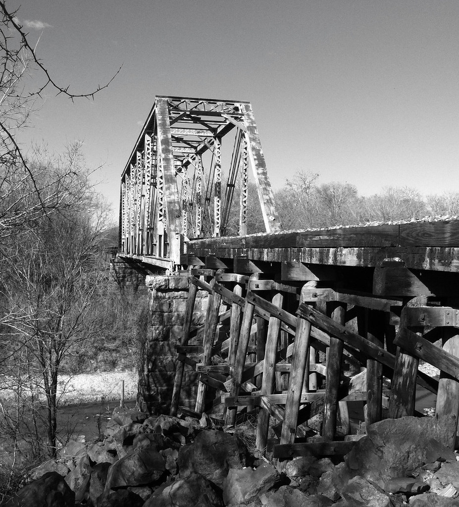 BNSF Railroad Truss Bridge over Navasota River, Navasota, Texas I0108111406BW