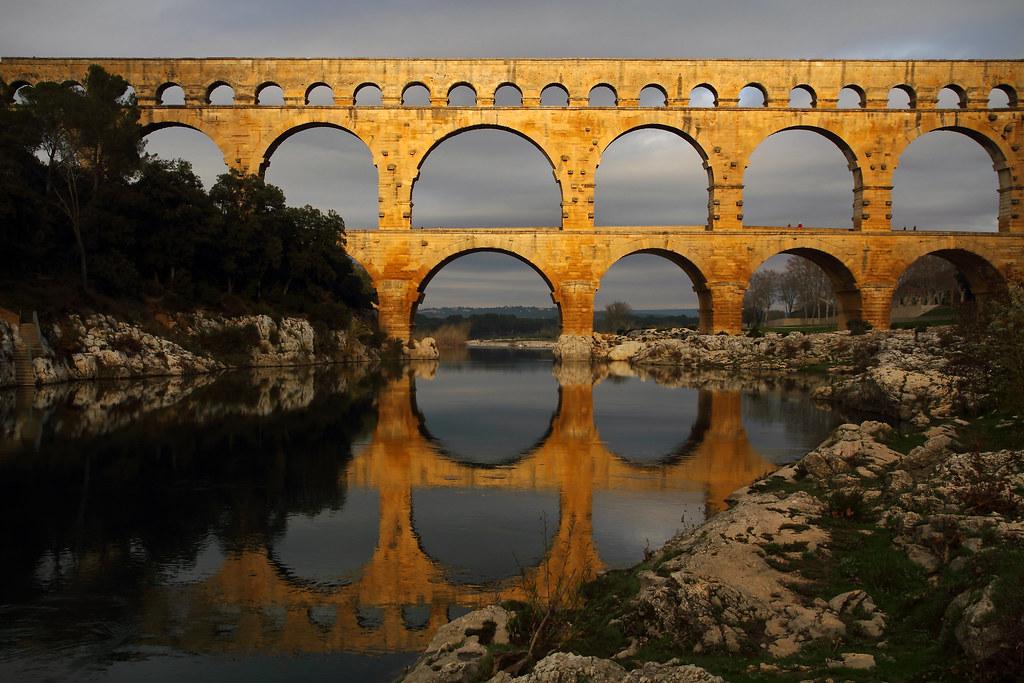 Les hommes construisent trop de murs et pas assez de ponts (Newton) by Boccalupo
