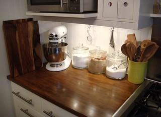 White Kitchenaid Stand Mixer I M Going Neutral On All Of O