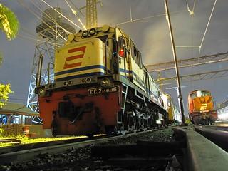 CC204-06 KLB KRL Holec @ Stasiun Manggarai | by chris railway
