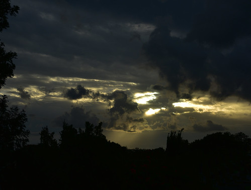 nikon d7200 dusk tamronsp2470mmf28divcusd tamron2470mm sky twilight trees silhouette goldensunset sunset clouds storm 500v20f 1000v40f 1500v60f