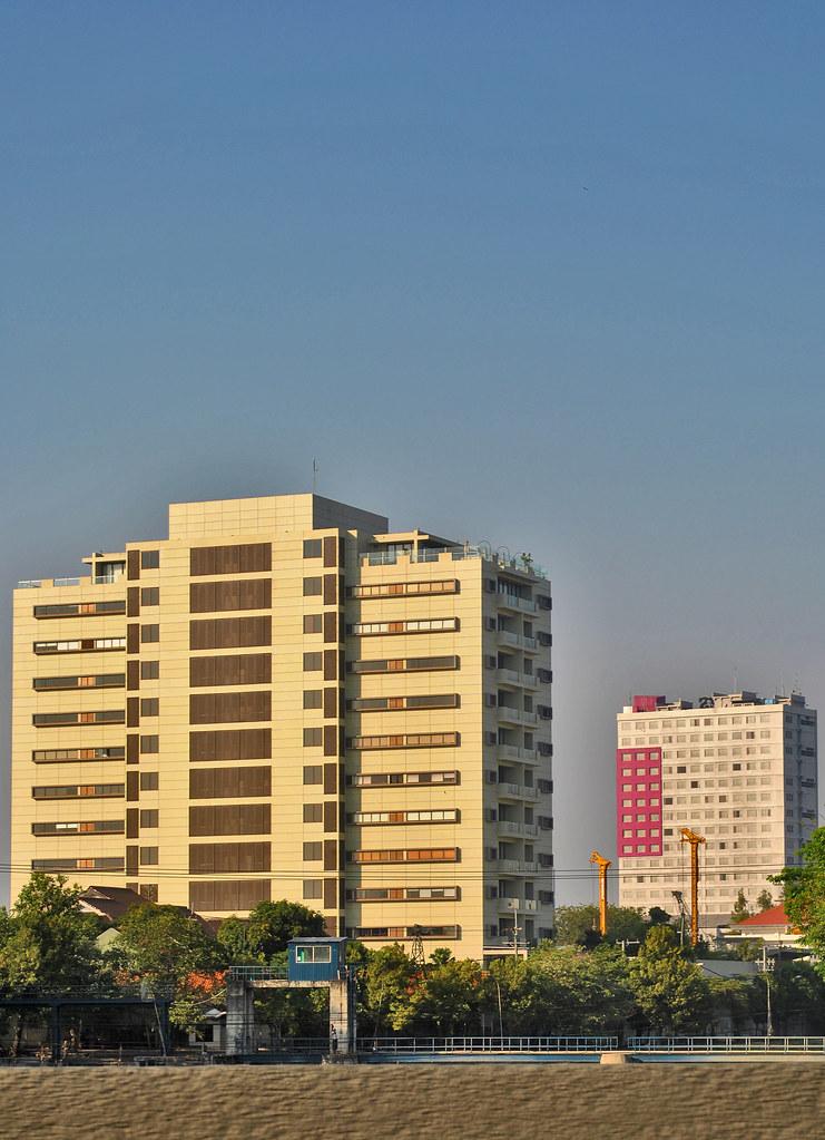 Apartemen Sumatra 36 dan Hotel Santika Gubeng