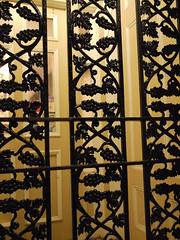 木, 2010-12-02 20:26 - 飾り用鉄細工 Decorated Ironwork Balconie and Gallery French Quarter, New Orleans