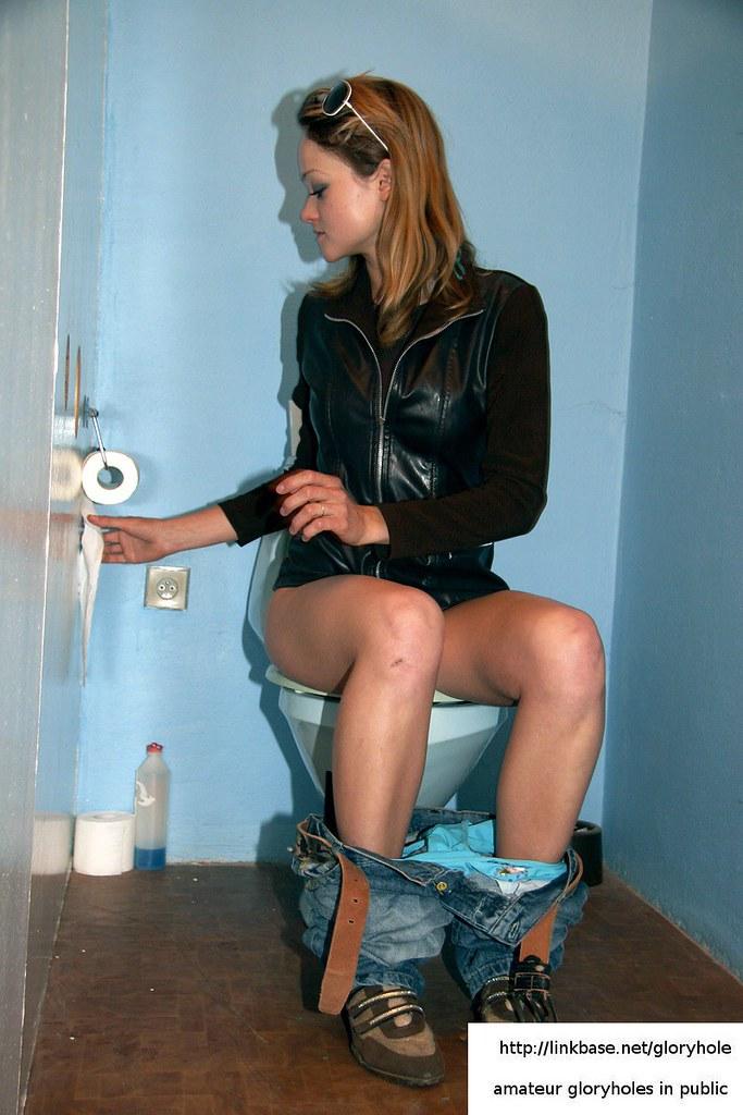 pee voyeur toilet girls
