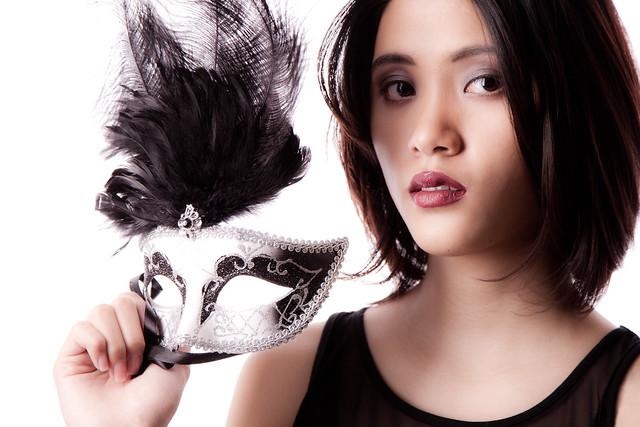 Kimi with venetian mask