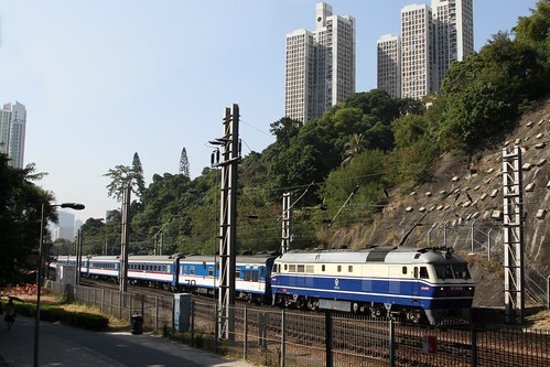 Diesel locomotive DF11 0009 leads a northbound train into Fo Tan