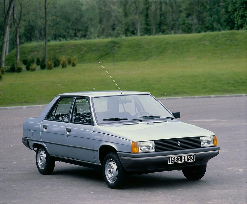 RENAULT 9 AD