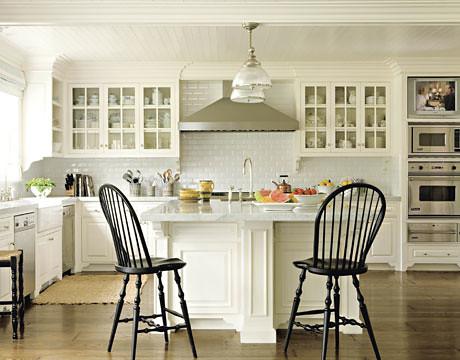 Gorgeous white kitchen: Benjamin Moore 'White Dove'