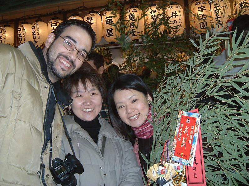 Luis con Ai y Yoko con nuestras ramas de bambú