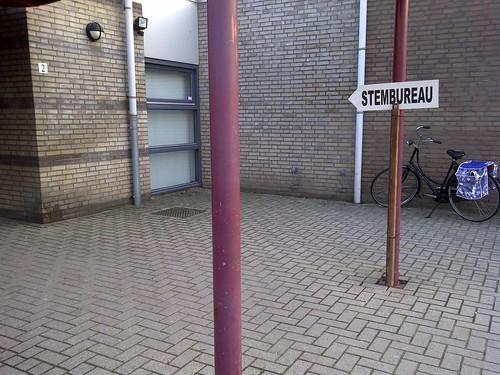 Stembureau linksaf. | by Erik Luyten Moblog