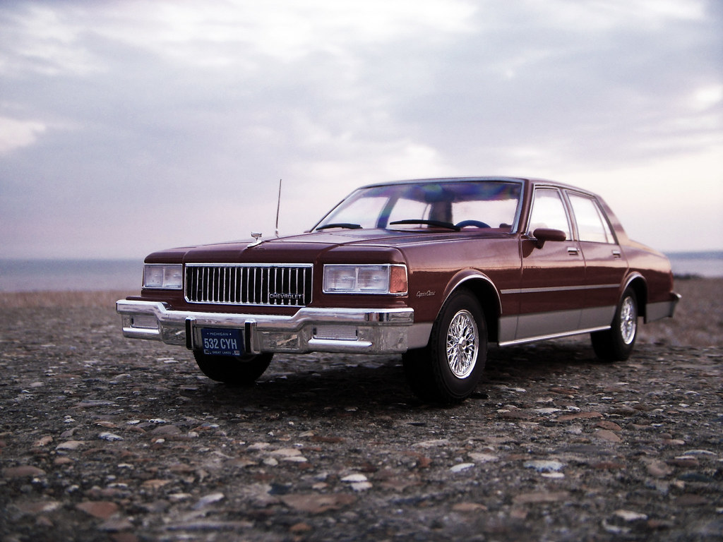 1987 Chevrolet Caprice Classic 1:18 Diecast by Model Car G