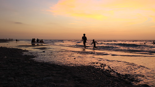 waves zambales philippines sanfelipe liwliwa liwliwabeach eos dslr canon 750d t6i rebelt6i asia southeastasia beach shore dusk sunset silhouette philippinesea sea