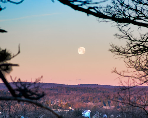 friday 13th moon moonset waninggibbous full sunrise fullmoon greenhillpark worcester chancyrendezvous davelawler blurgasm lawler