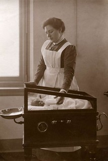 Baby in warmwater-couveuse / Baby in warm water incubator