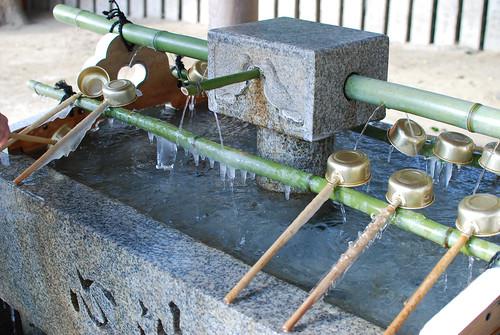 手水が凍る寒さ | by _temaki_