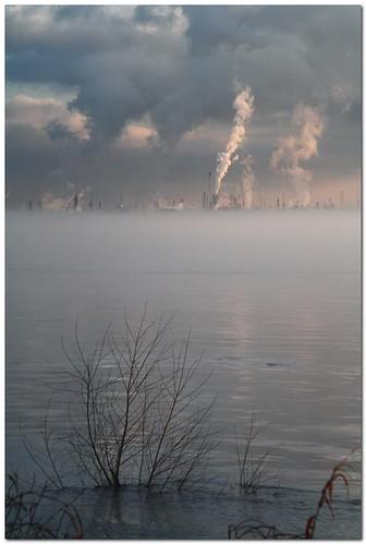 water fog clouds river landscape louisiana industrial batonrouge mississippiriver refinery exxon 75mm mrgreenjeans gaylon canonef28135mmf3556isusm portallen artistpicks gaylonkeeling