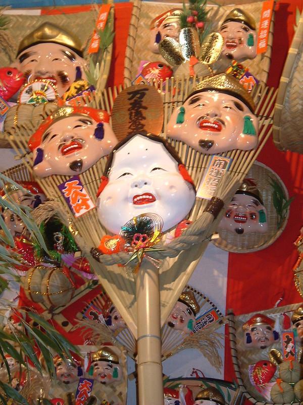 Amuletos en el Ebisu Matsuri