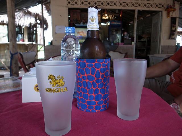 <p>ビール・・・合計で3品頼んで250バーツ・・と言うことはビールが90バーツです。</p>