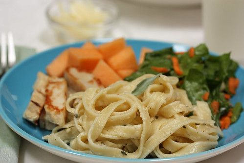 Fettucine Alfredo with sides | by mealmakeovermoms