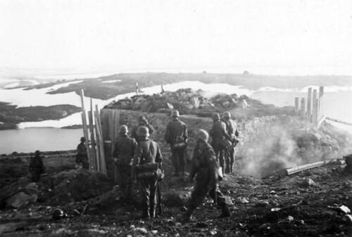Kamp i Titowka ved en bunker