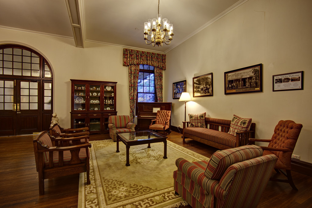 Image: Caves House Lounge