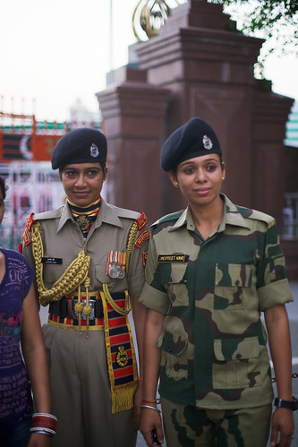 travel portrait people woman india cute sexy beautiful beauty female work pose asian soldier army scans uniform asia pretty day adult time outdoor body military femme traditional group young culture posing clothes hips portraiture type asie tradition fullframe curve 50mmf14 inde beaute mignonne portray barrat hindustan vetement qualite 35mmprint imagetype photospecs stockcategories armée trelli pleinformat indoustan estéthique