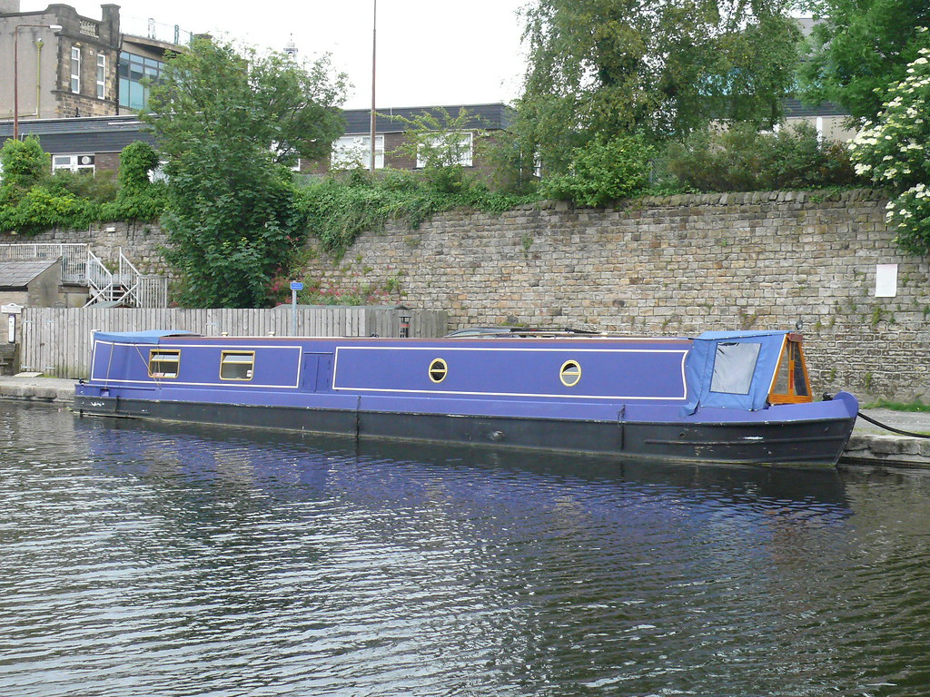 cdfaa40b7 ... Narrowboat - Bare Necessities 110605 Lancaster