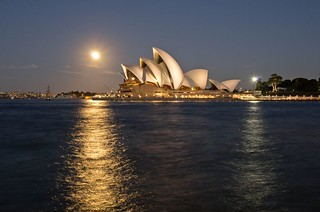 Super moon rise over Sydney Opera House | by elpolodiablo