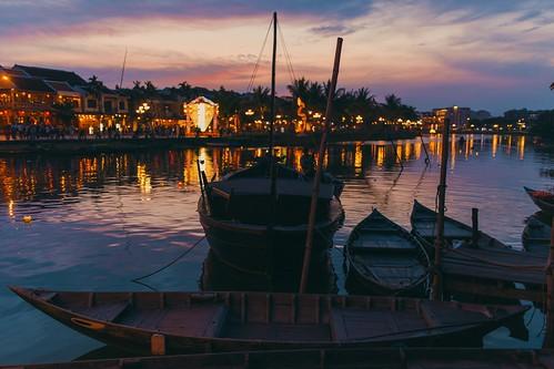hoian centralvietnam vietnam sunset aftersunset boats asia southeastasia traveling travelphotography sigma35mm canoneos6d desmonis