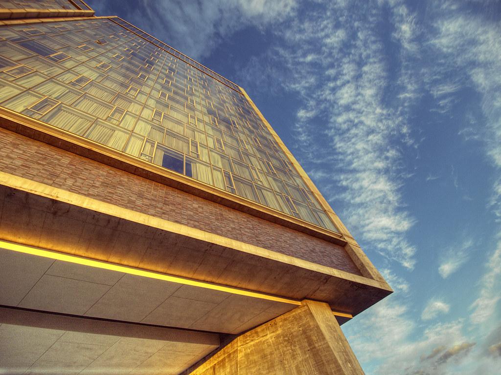 New Yorks Standard Hotel Attracts Exhibitionists, Voyeurs