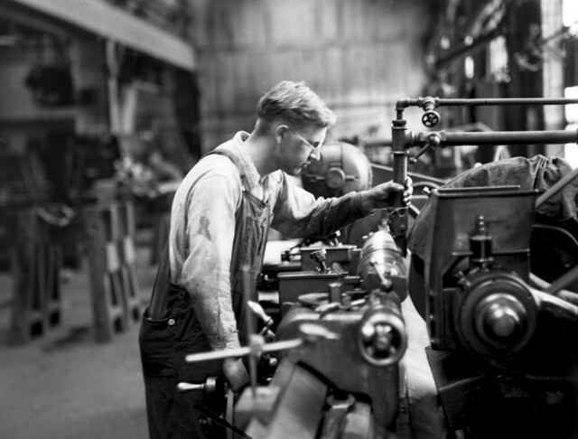 Midvale Company mechanic Larson, medium grinding on Noton Machine Roll for Thomas Steel, July 1932