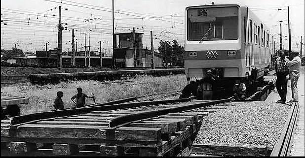 LLega a la Estacion central los primeros carros del metro