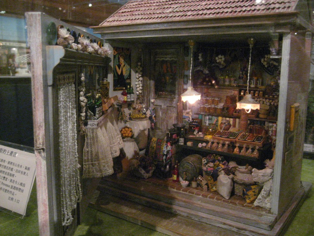 Taiwan dollhouse miniatures museum   a shop in Provence   Goldie