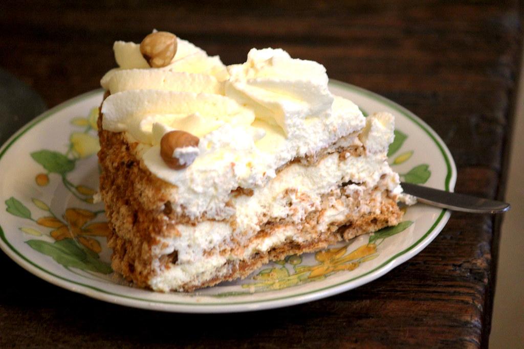 hazelnootgebak (banketbakkerij brokking) | the best cake! (d… | flickr
